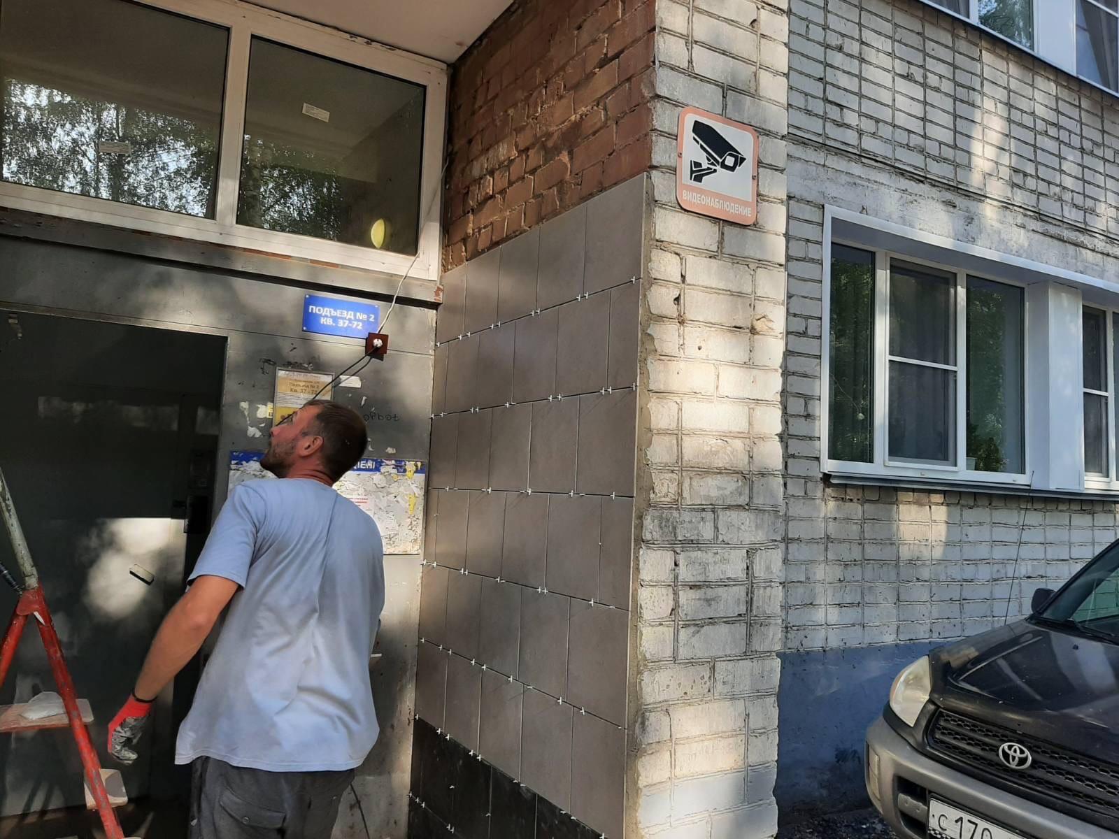 Улица Профсоюзная дом 78. Подрядчик продолжает ремонт