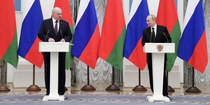 Лукашенко и Путин согласовали 28 союзных программ: прежняя цена на газ и общее п...