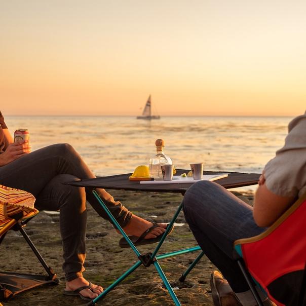 Наслаждайтесь красотой закатов и восходов в необыкновенных уголках страны вместе с самой прочной и легкой мебелью от бренда Helinox!