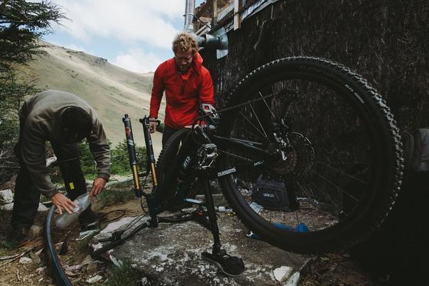 Друзья, мы продолжаем получать велосипедные новинки: уже сейчас в магазинах в Екатеринбурге, Тюмени, Сургуте и Нижнем Тагиле можно приобрести велозапчасти для ваших велосипедов от компании Shimano и других брендов.
