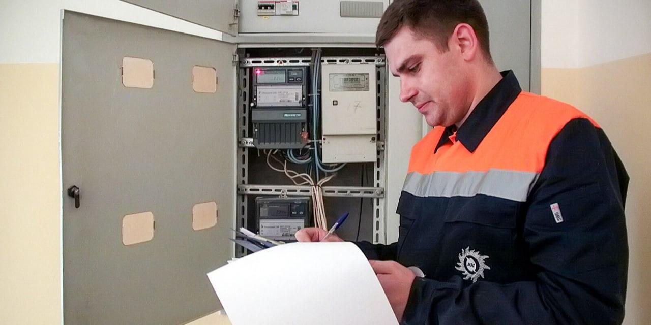 Московские власти напоминают горожанам, что за замену энергосчетчиков теперь платить не надо - уже больше года этим занимаются энергетические кампании за свой счет.