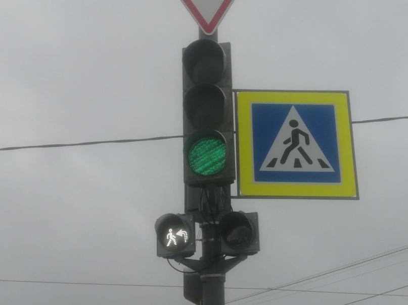 На светофорах Якутска начали устанавливать секции с изображением пешехода и стре...