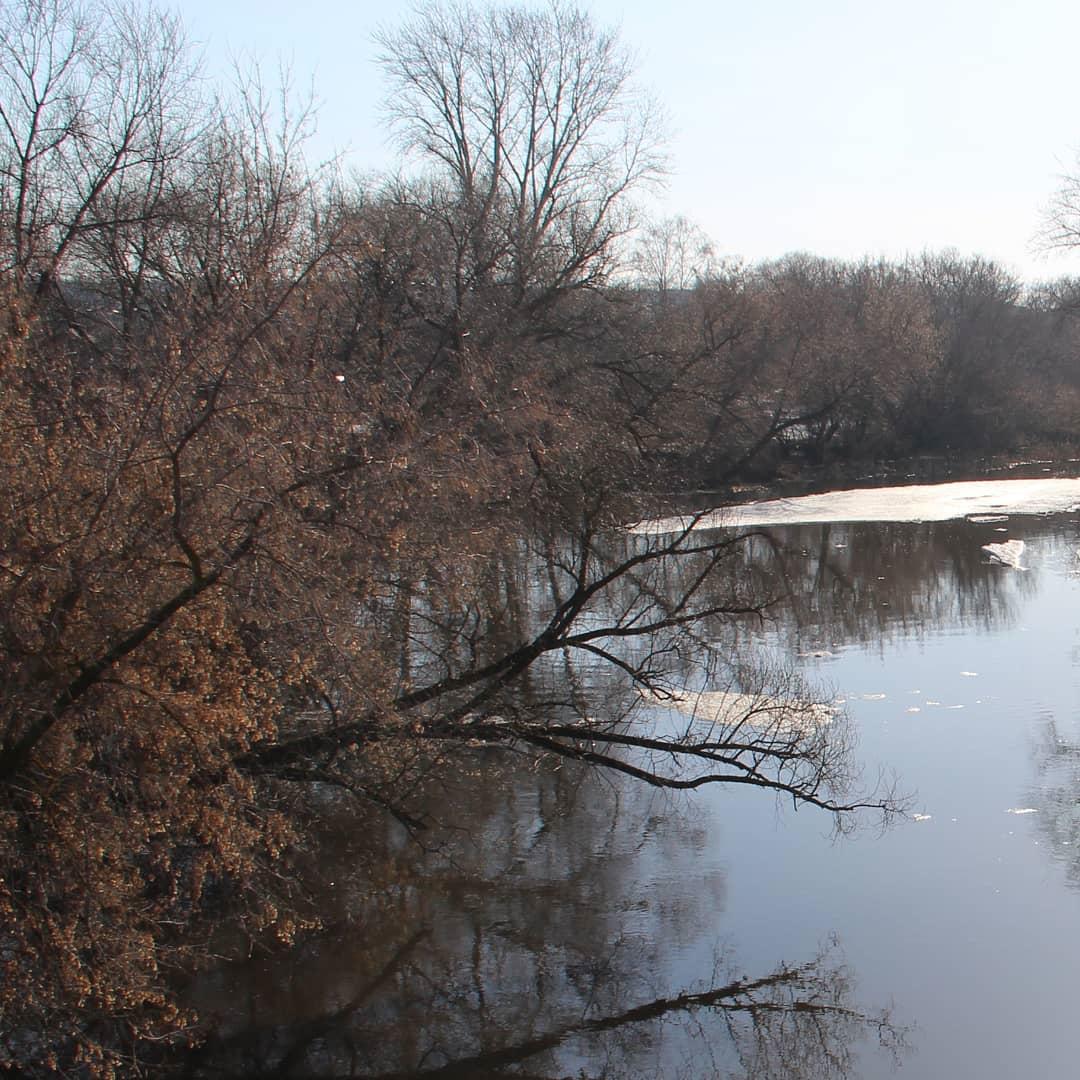 Паводковая ситуация на реке Медведице в районе города десятого апреля
