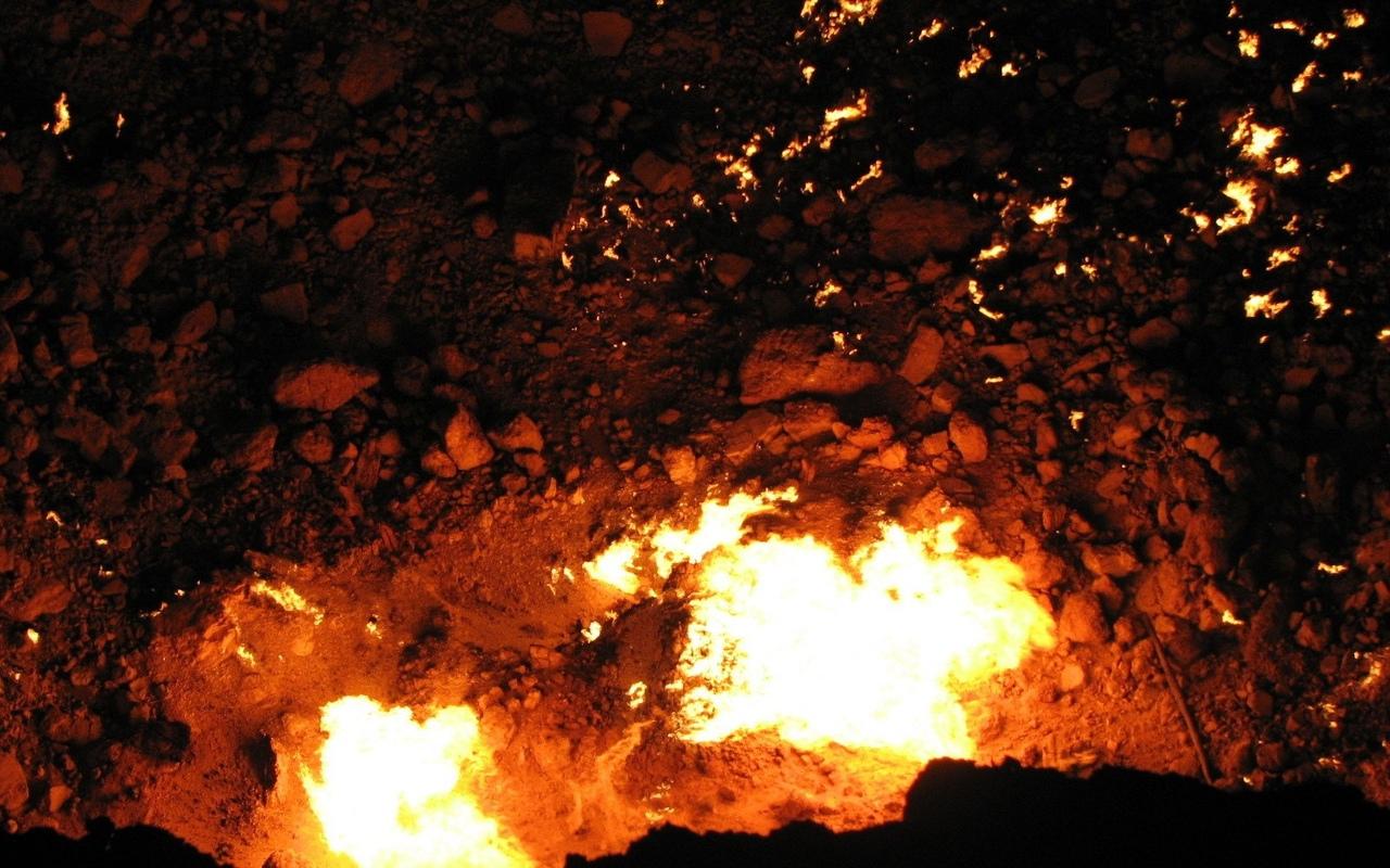 Дарваза — The Darvaza well (туркм. Derweze от перс. «دروازه» [дарваза] — «врата»...