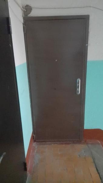 Продам входную металлическую дверь б/у. Цена : 5 0...