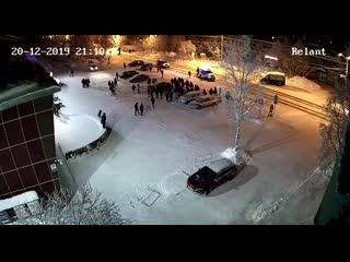 Подростки избили полицейских