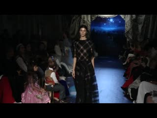 The Swan Fairytales Haute Couture 2016_2017 (720p) (1).mp4