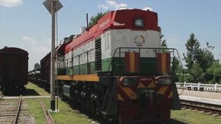 Прибытие эшелона с новыми танками на российскую военную базу в Таджикистане