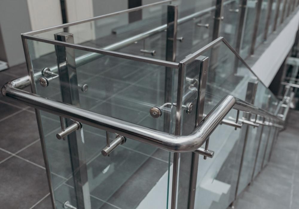 Производство фурнитуры для стекла из нержавейки
