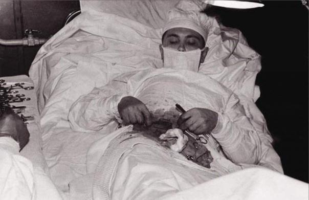 операция, проведенная самому себе эта история произошла в 1961 году в антарктиде. 27-летний доктор леонид рогозов участвовал в антарктической экспедиции. 29 апреля леонид заболел. как опытный