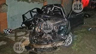 На выезде из Тулы BMW влетел в фуру: один человек погиб, второй в тяжелом состоянии